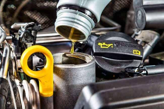 Высокий уровень моторного масла в двигателе