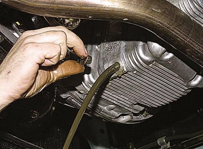 Сколько литров трансмиссионного масла в коробке передач?