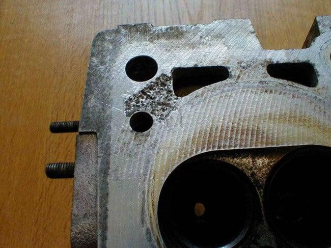 Почему масло протекает из под головки блока цилиндров