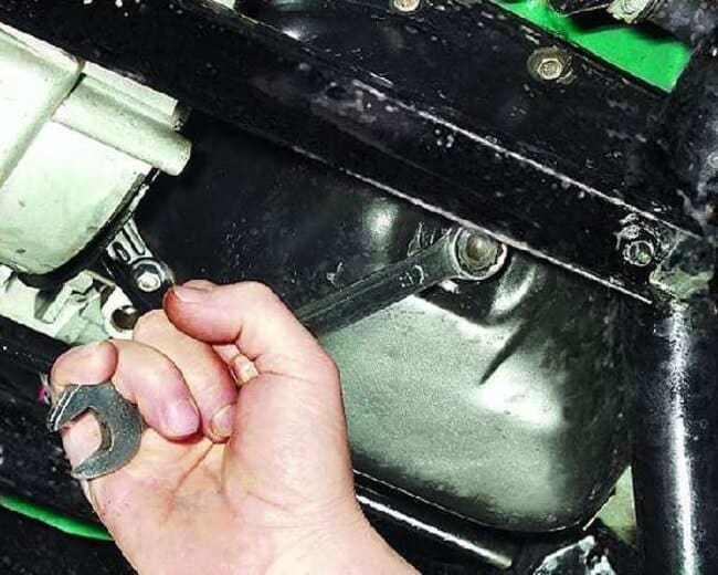 Каков объем моторного масла в двигателе ОКА?